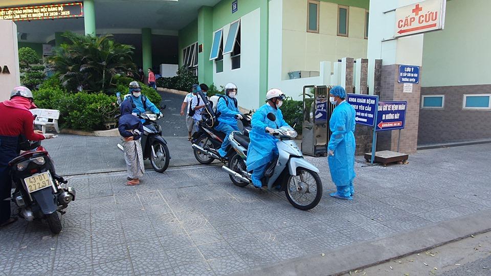 Nhân viên y tế ở Đà Nẵng ra quân khử trùng tại địa phương
