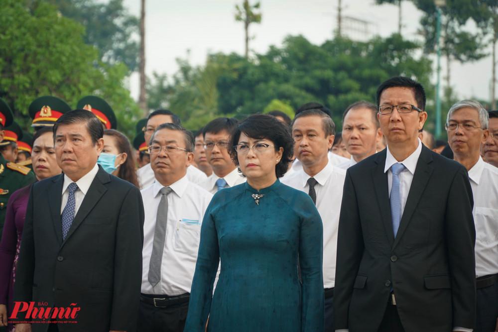 Chủ tịch UBND TPHCM ông Nguyễn Thành Phong, Chủ tịch Ủy ban MTTQ Việt Nam TP HCM bà Tô Thị Bích Châu