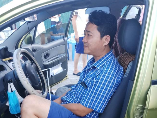 Trần Trọng Lâm khi bị bắt quả tang cưỡng đoạt  210 triệu đồng vào chiều 25/7