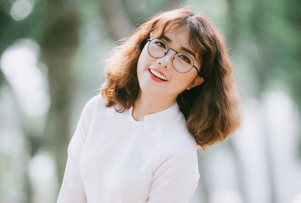 Phùng Khánh Linh được biết đến khi tham gia chương trình Giọng hát Việt 2015