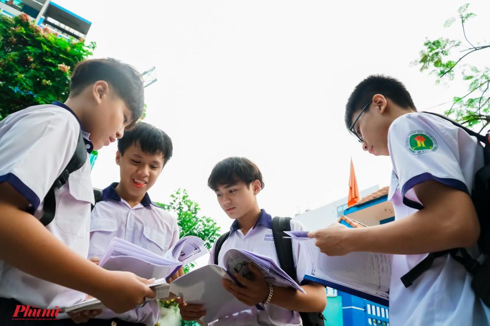 Học sinh tự tin khi bước vào phòng thi - Ảnh Tam Nguyên