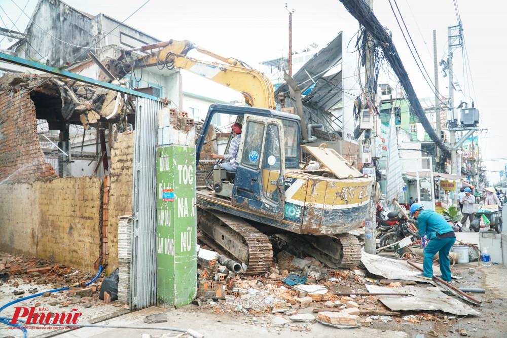 Công trình tháo dỡ nhà ở dân dụng được thực hiện liên tục, khẩn trương