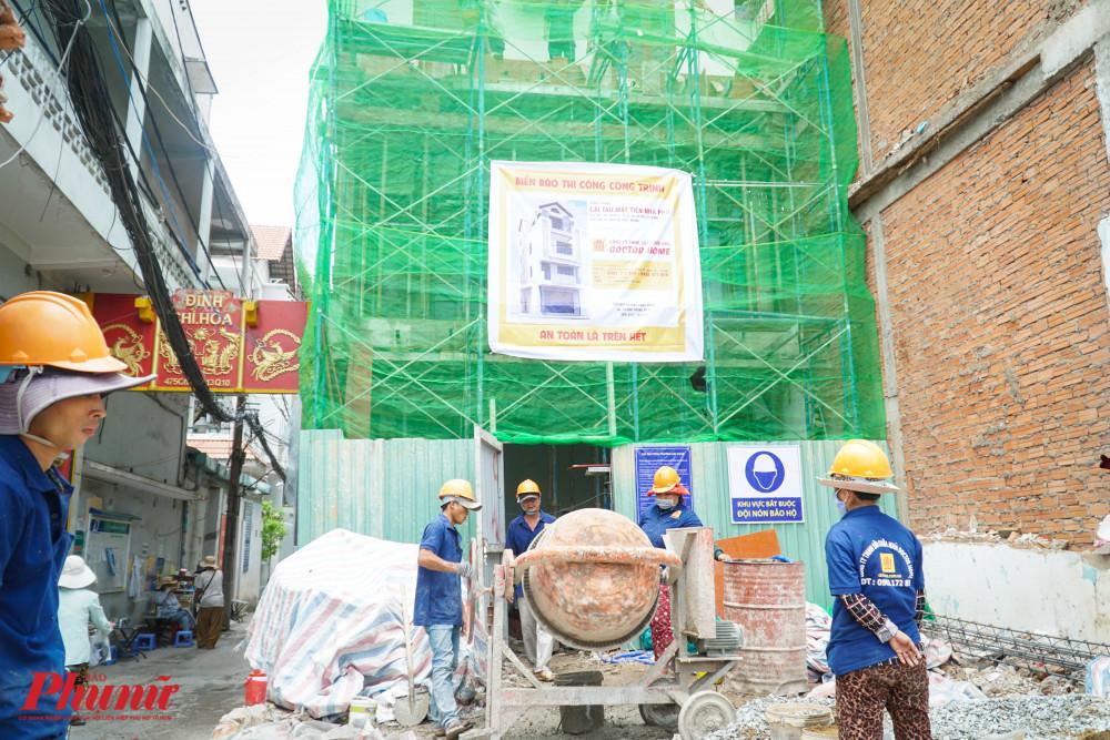 Các nhà sửa chữa, xây mới đều thụt vào hơn 10m so với mốc lộ giới
