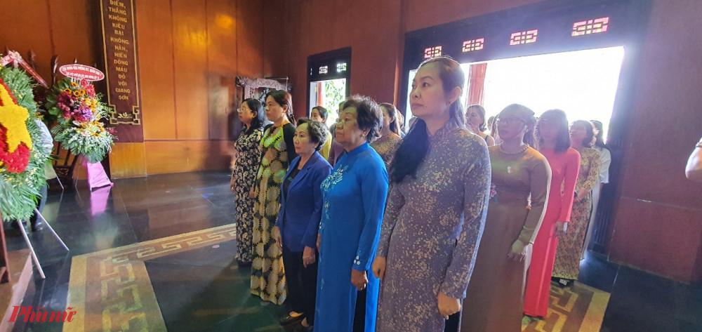 Hội LHPN TPHCM đến viếng tại Khu Di tích Ngã Ba Giồng, huyện Hóc Môn