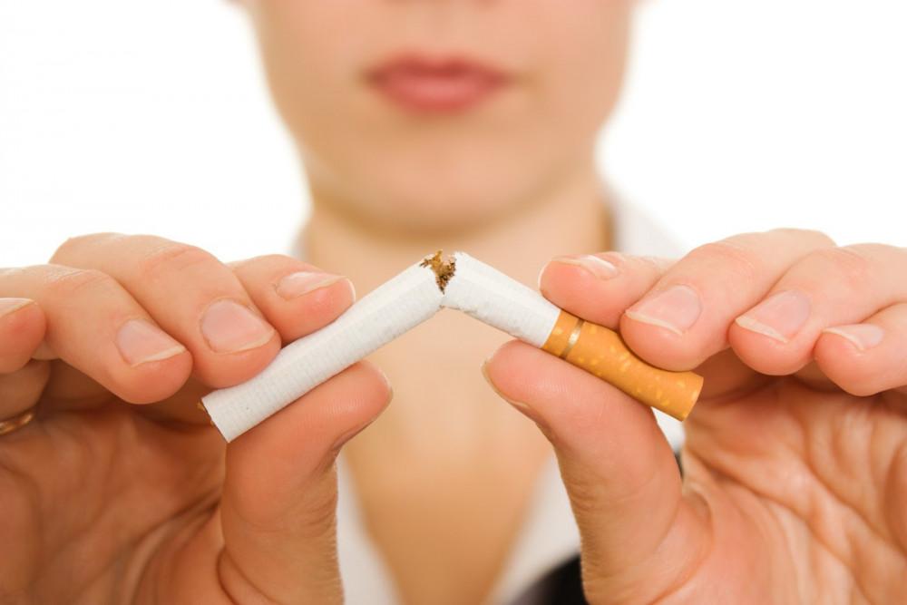 Hút thuốc gây nguy hại đến sức khỏe làn da, kéo theo hiện tượng lão hóa sớm. (Ảnh: Shutterstock)