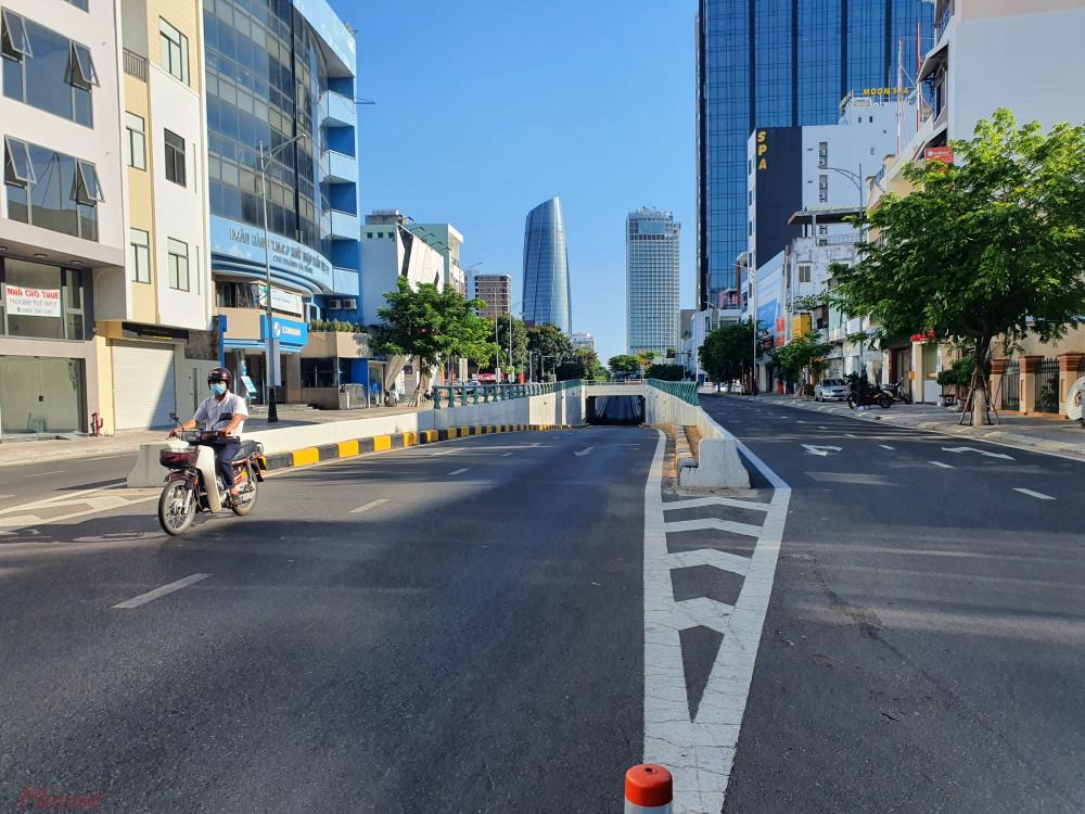 Đường phố Đà Nẵng vắng người