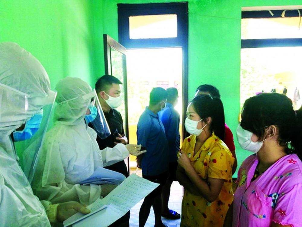 Nhóm người Trung Quốc ở Quảng Nam tại khu cách ly tập trung - Ảnh: L.T.