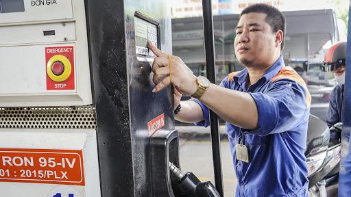 Giá xăng tăng theo giá thế giới góp phần đẩy chỉ số tiêu dùng tháng 7 năm 2020 tăng. Ảnh minh họa