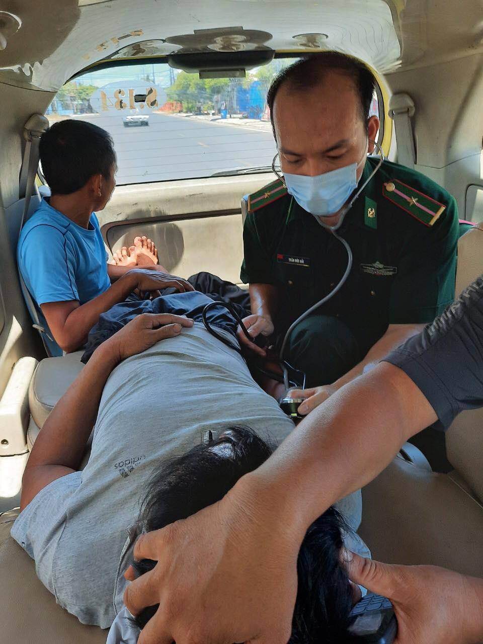Đồn trưởng Đồn Biên phòng cửa khẩu cảng Thuận An đã kịp thời cứu sông thuyền viên Bảo Ngọc
