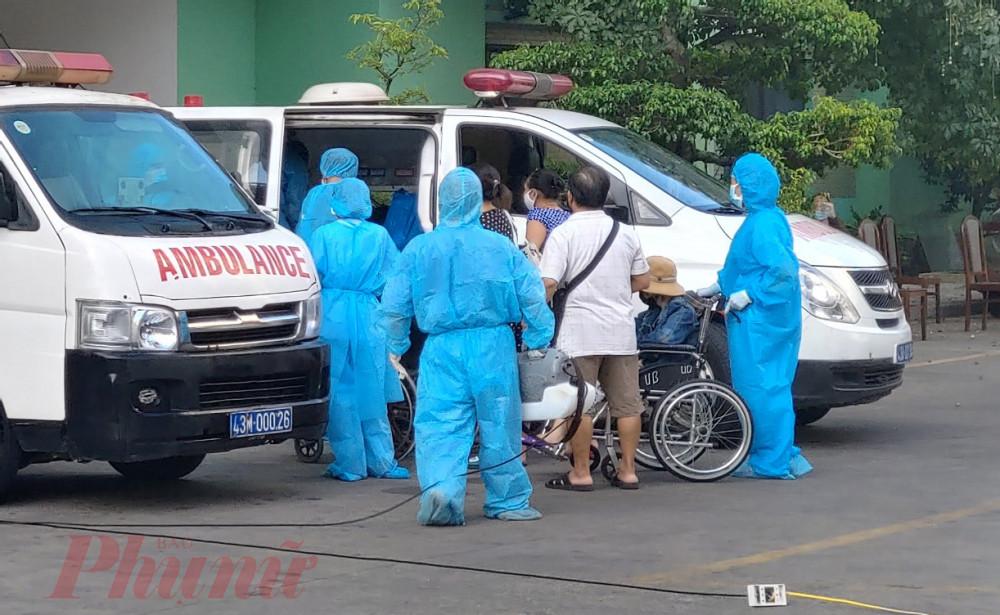 Hàng trăm bệnh nhân được chuyển đến các bệnh viện khác để điều trị và cách ly