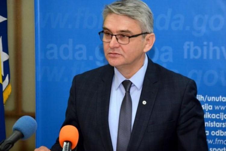 Bộ trưởng Bosnia và Herzegovina chết sau khi xét nghiệm dương tính SARS-CoV-2