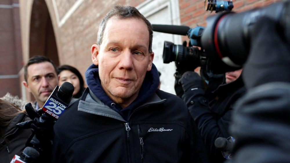 Giáo sư Charles Lieber bị buộc tội che giấu mối quan hệ với Trung Quốc