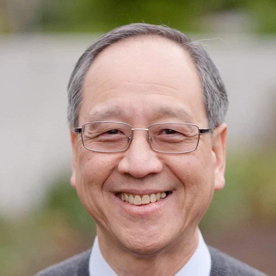 GS John Vu - Nguyên Phong là dịch giả, tác giả được yêu thích tại Việt Nam