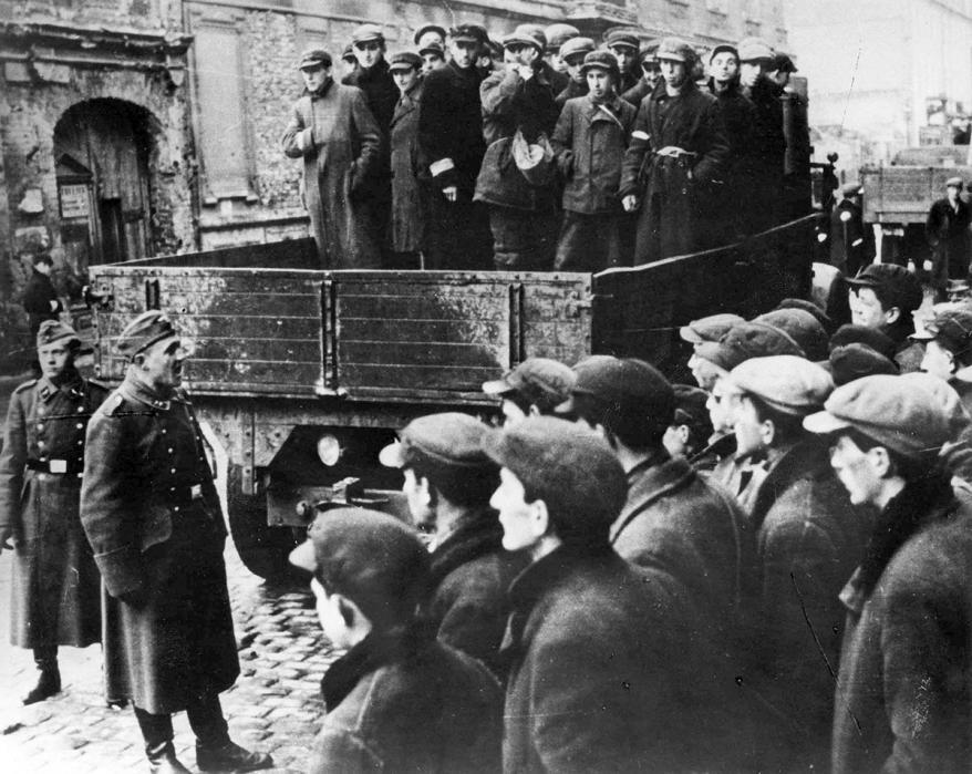 Người Do Thái bị ép vào khu ổ chuột bởi lính Đức Quốc xã