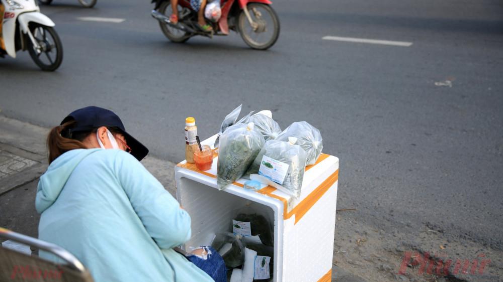 Rong nho thường được xuất khẩu đi Nhật bản và các nước châu Âu, tại thành phố Hồ Chí Minh trước đây rong nho chỉ được bán tại các siêu thị, cửa hàng và phục vụ cho khách hạng sang tại các nhà hàng sang trọng.