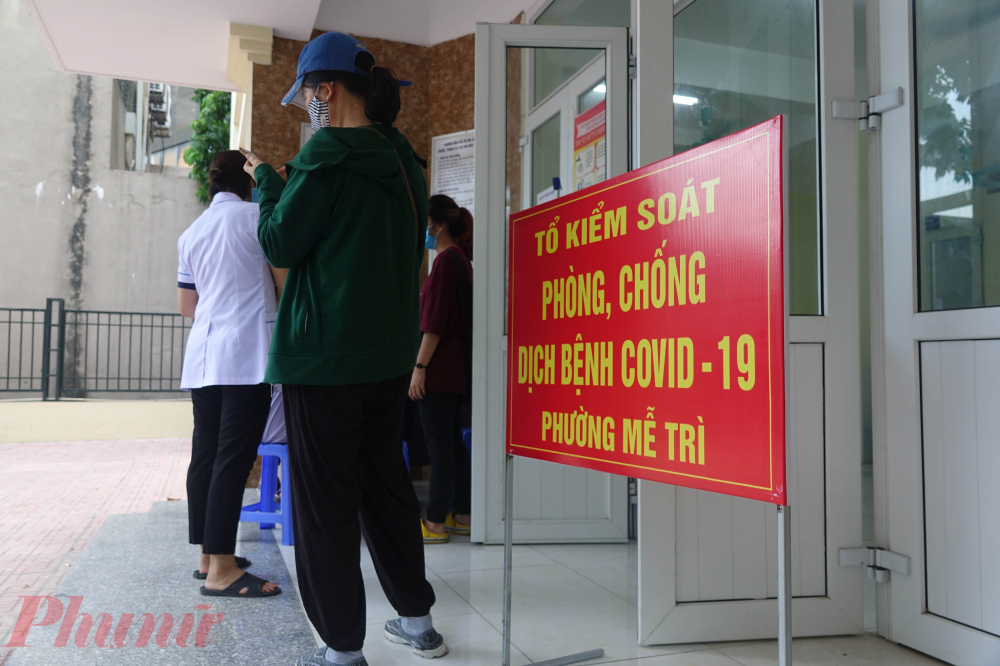 Tuy nhiên theo như ghi nhận, vẫn còn một số trạm y tế vẫn chưa tiến hành xét nghiệm nhanh. Như tại trạm y tế phường Mễ Trì (quận Nam Từ Liêm, nơi bệnh nhân 477 sinh sống), người dân vẫn chỉ đến để khai báo tiền sử dịch tễ và biểu hiện sức khỏe.