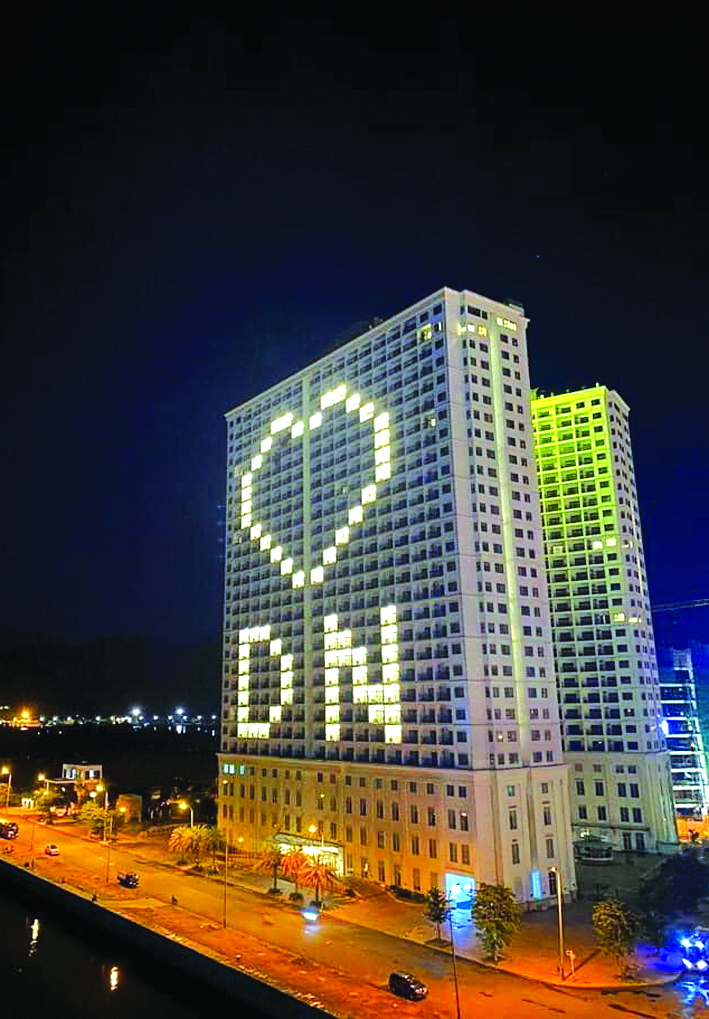 Các tòa nhà thắp đèn tạo hình trái tim ở Đà Nẵng