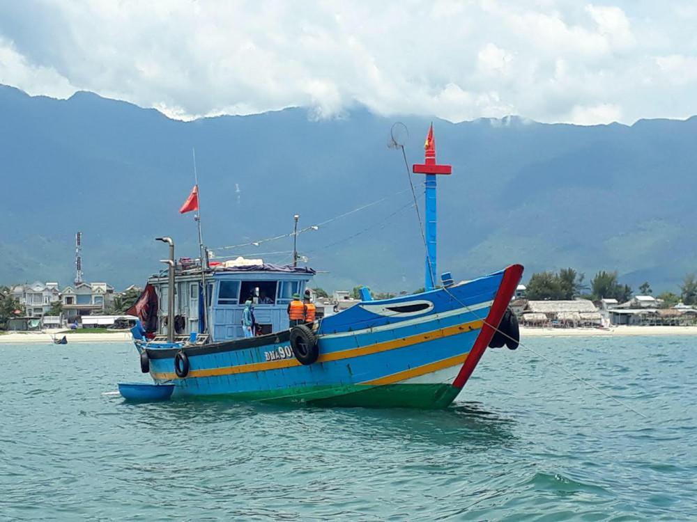 Thuyền đánh cá Tàu cá ĐNA 90511 TS xuất phát từ phường Thọ Quang, Thành phố Đà Nẵng sang Huế