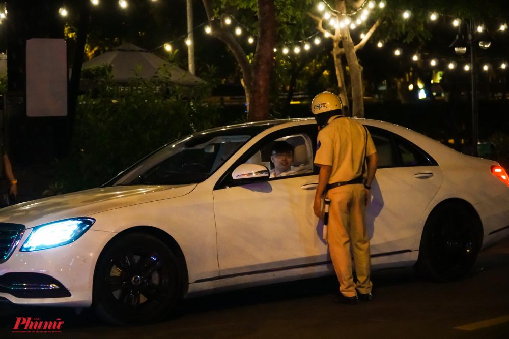 Trong thời gian kiểm tra, tổ công tác đã kiểm tra nhiều xe ô tô, tuy nhiên, các xe đều không vi phạm lỗi về nồng độ cồn