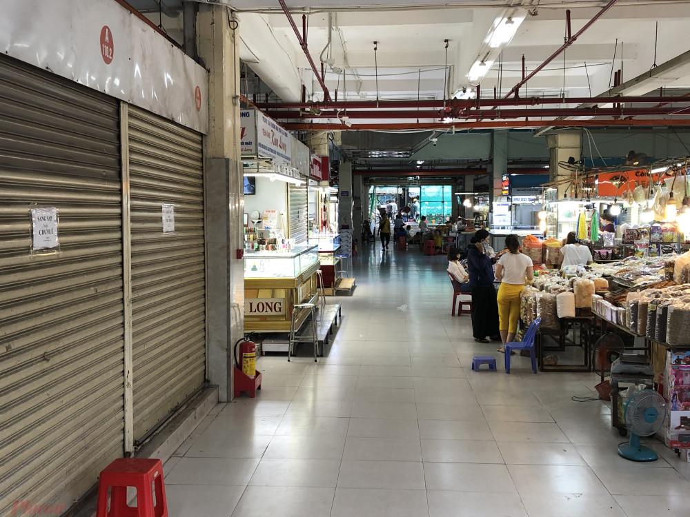 Chợ An Đông vắng hoe khách, nhiều chủ sạp đã 4-5 tháng nay chưa mở cửa trở lại