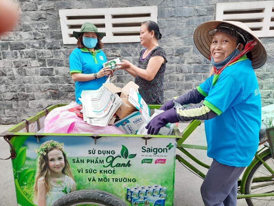 Biệt đội Xanh của Phụ nữ Q.6 đi đến từng nhà thu gom rác thải, đồ dùng tái chế