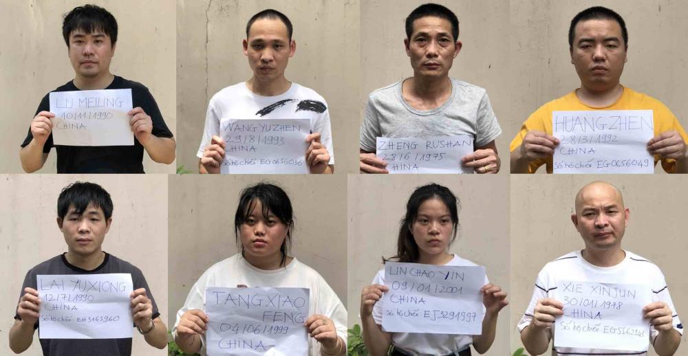 Nhóm người Trung Quốc nhập cảnh trái phép vào TPHCM bị bắt vào ngày 30/7 ở quận Tân Bình. Ảnh: SGGP