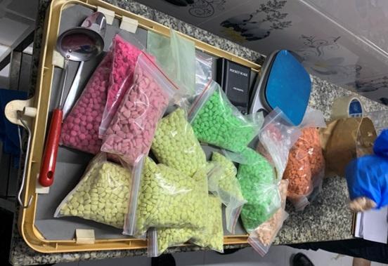 Tang vật thu giữ.Công an đã triệt phá thành công 1 đường dây ma tuý từ Campuchia về TPHCM  bắt giữ 9 đối tượng, thu giữ gần 80kg ma tuý, 17.000 viên thuốc lắc.