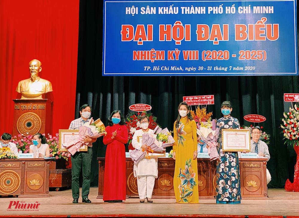 Các đơn vị nhận bằng khen từ UBND TPHCM
