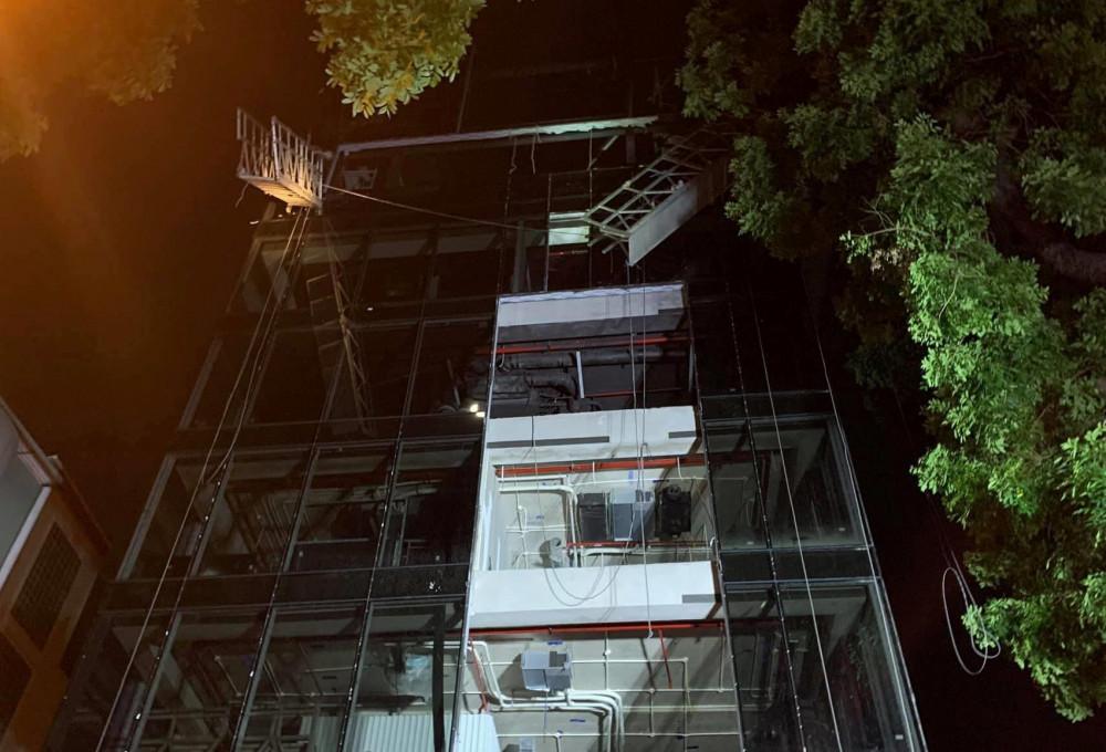 Tòa nhà 8 tầng, nơi xảy ra vụ tai nạn lao động thương tâm.