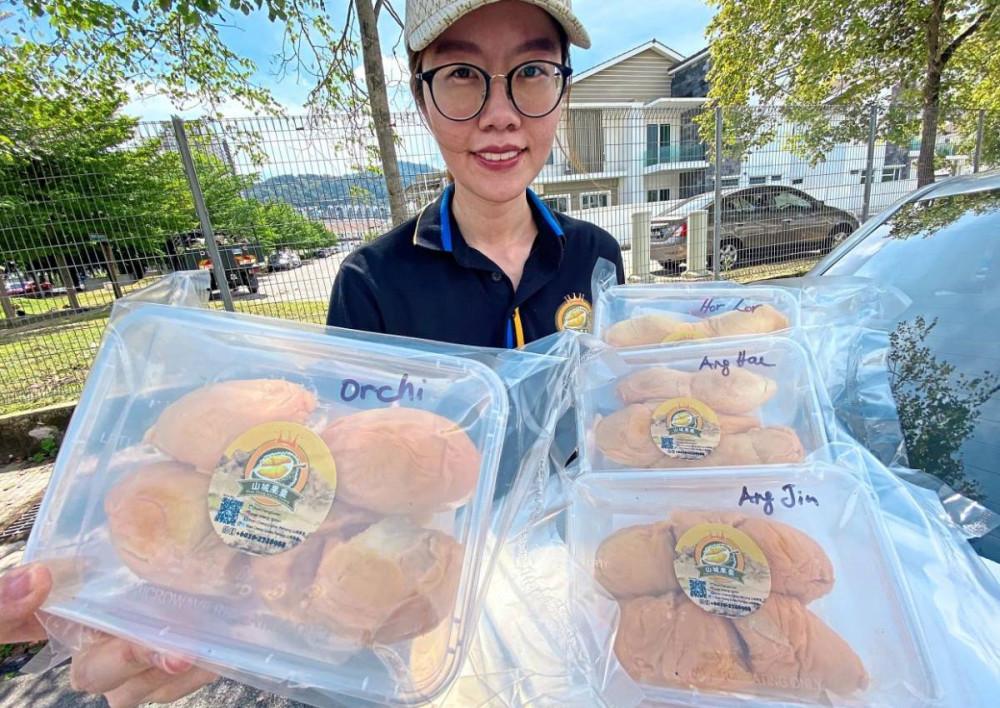 Khánh hàng tại Malaysia đang dần làm quen với sầu riêng đông lạnh thay cho sầu riêng tươi truyền thống, vốn bị ảnh hưởng nhiều do dịch COVID-19.