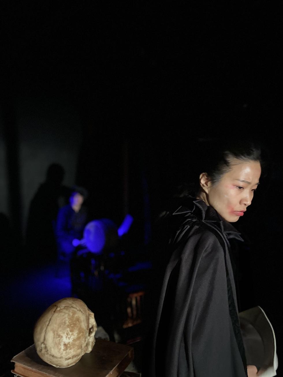 Nữ ca sĩ Song Bo-ra trong phần trình diễn Pansori Hamlet.