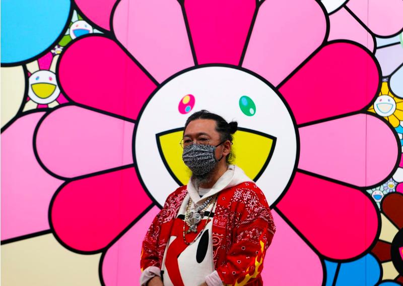 Takashi Murakami tại triển lãm vừa diễn ra.