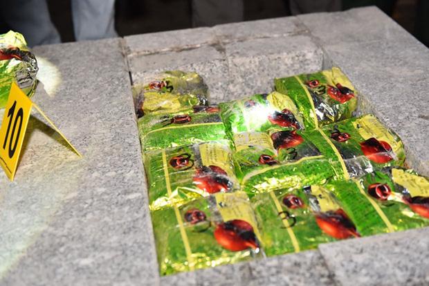 Quá trình điều tra mở rộng, công an đã bắt thêm nhiều đối tượng và thu giữ hơn 100kg ma tuý tổng hợp, 19 bánh heroin…