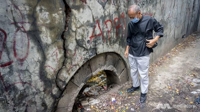 Nhiều nơi việc sụt lún đã chôn vùi bức tường