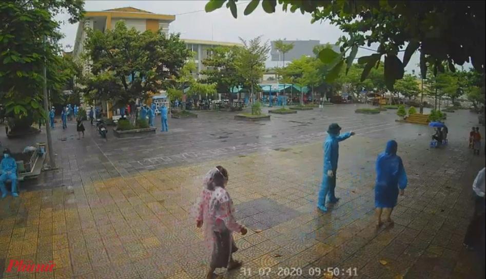 Ngành y tế Đà Nẵng tiến hành xét nghiệm hơn 2.700 người dân trong khu vực phong tỏa quanh Bệnh viện Đà Nẵng
