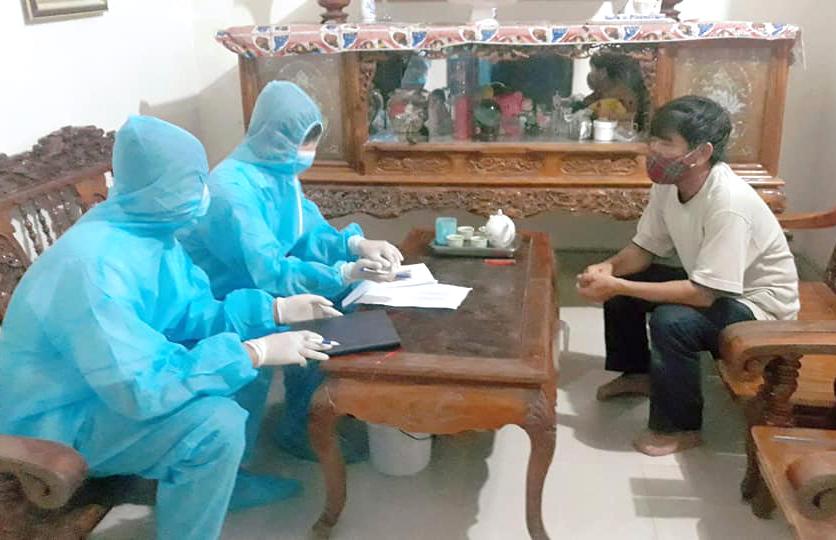 Lực lượng chức năng Nghệ An lấy mẫu xét nghiệm Covid-19 những người tiếp xúc gần với bệnh nhân 435