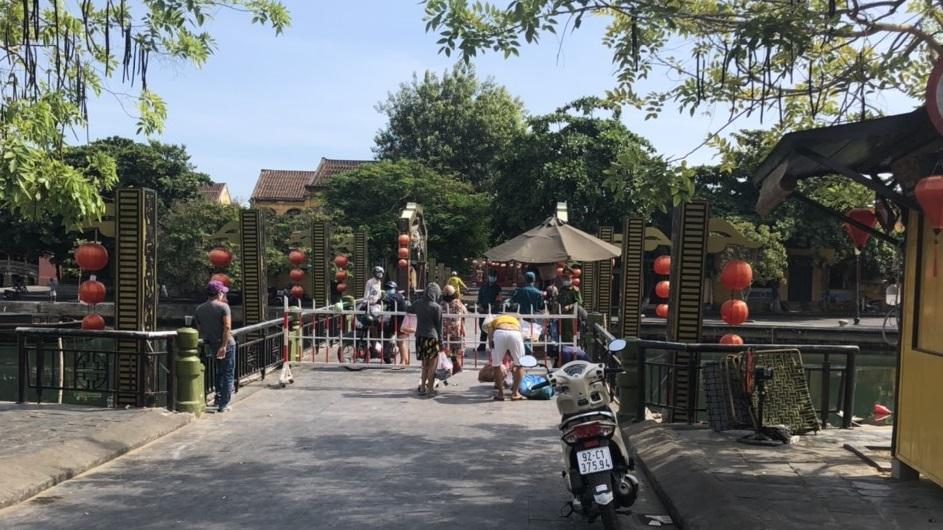 Với lịch trình đi lại phức tạp của các ca dương tính với CVID-19, Quảng Nam đã tiến hành cách ly xã hội 6 huyện, thành phố