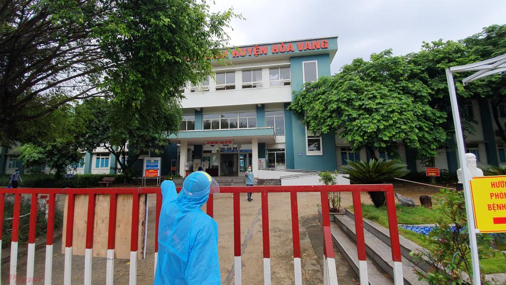 Bệnh viện dã chiến  được thiết lập bên trong Trung tâm Y tế huyện Hòa Vang