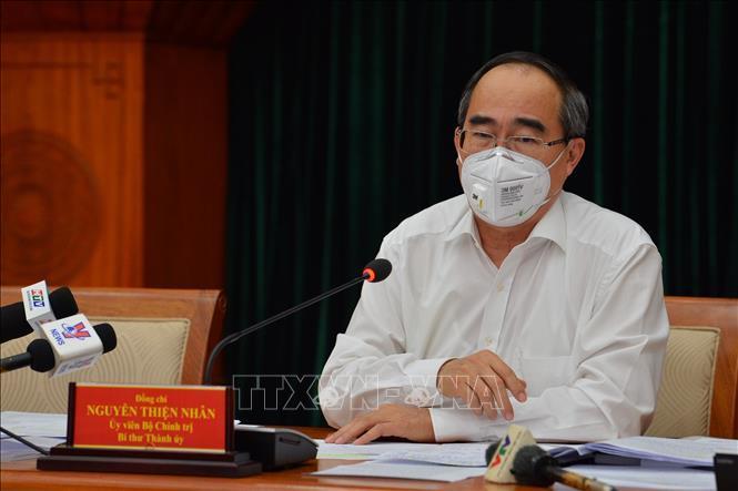 Bí thư Thành ủy TPHCM Nguyễn Thiện Nhân tại cuộc họp trực tuyến của Thường trực Chính phủ với một số địa phương