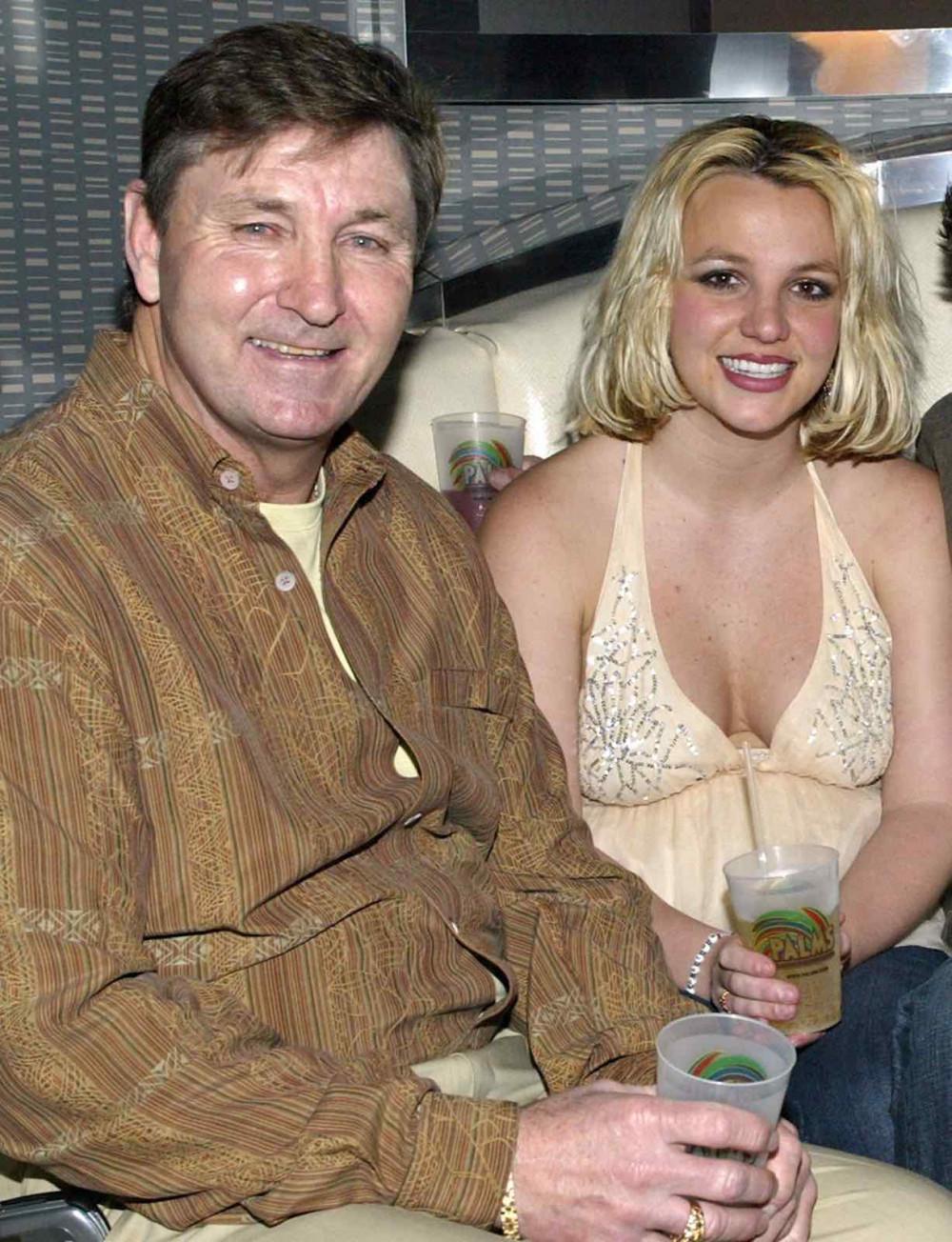 Ông Jamie thời còn giữ quyền giám hộ con gái Britney Spears.