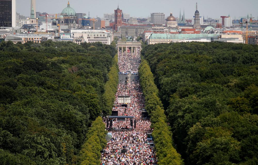 Khoảng 17.000 người xuống đường tại Berlin.