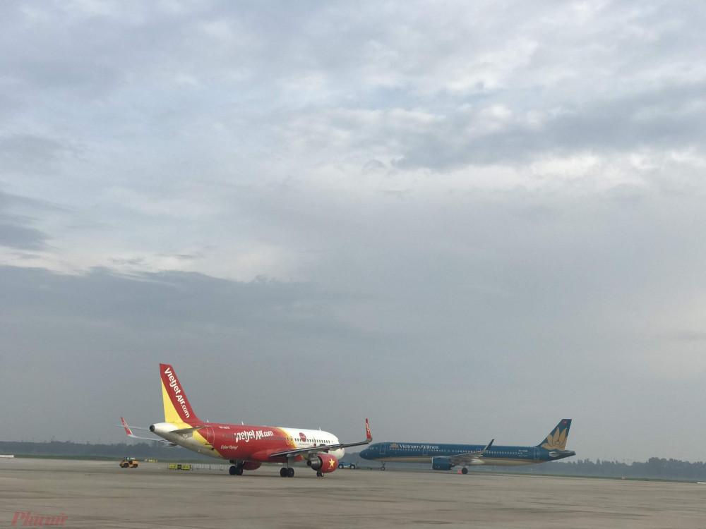 Hàng không huỷ nhiều chuyến bay vì bão số 2. Ảnh: Quốc Thái