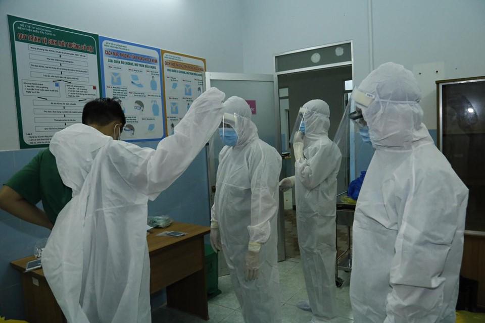 Bác sĩ Bệnh viện Thủ Đức đến Bệnh viện Điều trị COVID-19 huyện Cần Giờ