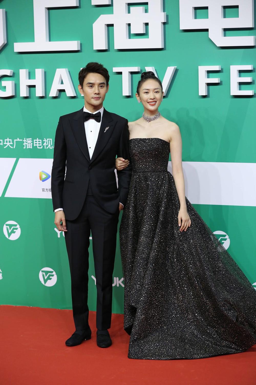 Năm 2019, Đồng Dao nhận được giải thưởng Bạch Ngọc Lan (Liên hoan phim Truyền hình Quốc tế Thượng Hải) dành cho nữ diễn viên phụ xuất sắc nhất.