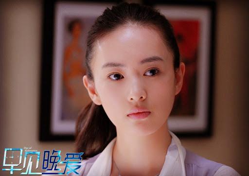 Vẻ đẹp trong trẻo, ngọt ngào của Đồng Dao khi vào vai Châu Đĩnh trong phim Day of Redemption vào năm 2013, đóng cùng Châu Du Dân.