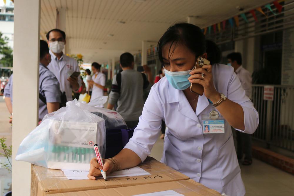Trước đó, Bệnh viện Chợ Rẫy đã cử hai đội phản ứng nhanh đến Đà Nẵng và Quảng Nam.