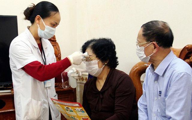 Bộ Y tế cho biết, người cao tuổi, mắc bệnh cần điều trị dài ngày tại khu vực giãn cách xã hội sẽ có thể lấy thuốc liền, nhưng không quá 3 tháng (ảnh minh họa)