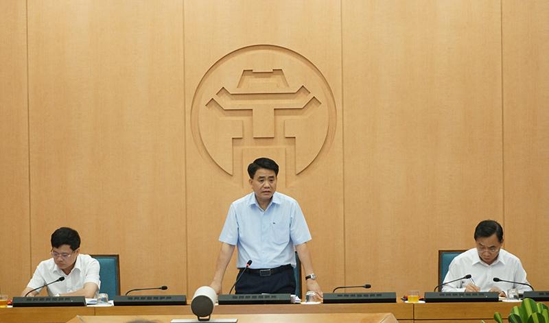 Chủ tịch UBND TP Nguyễn Đức Chung chỉ đạo tại cuộc họp.