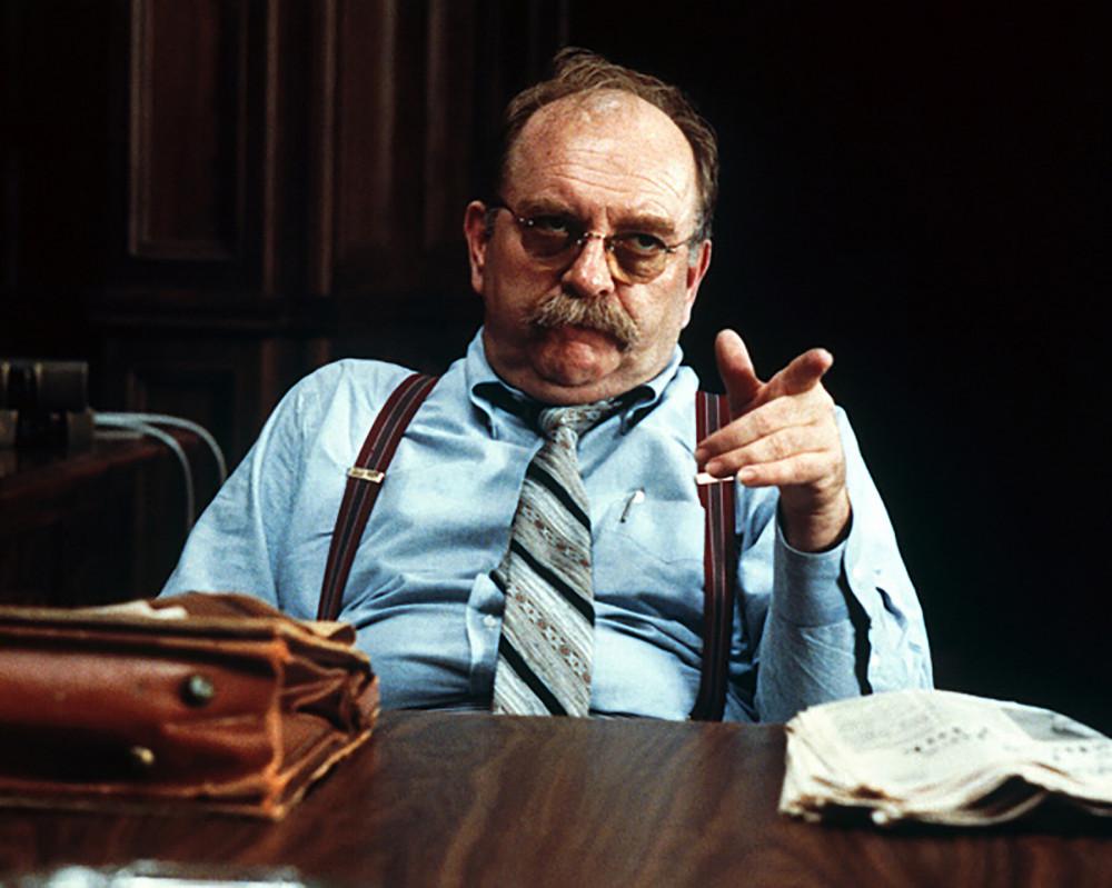 Nam diễn viên xuất hiện trong nhiều bộ phim với cùng một diện mạo, một hàm râu lìa chìa, ngoại hình mập mạp.