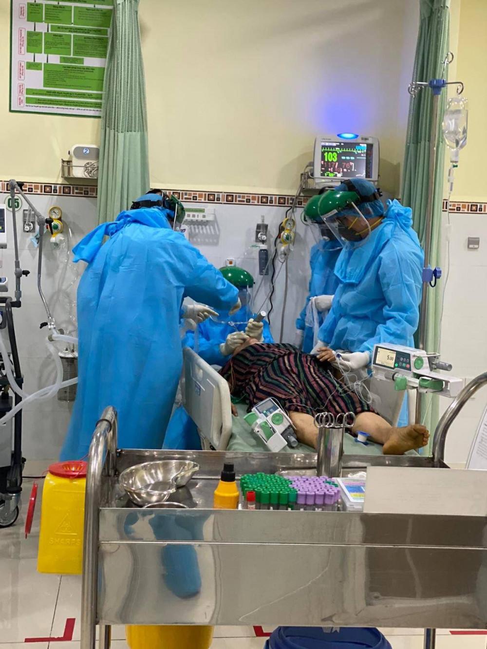 Nhiều bệnh nhân COVID-19 vẫn đang nguy kịch (ảnh minh họa)